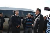 必威体育投注集团执行总裁闫昌明随同市长韩福春到伊通县营城子镇打草村调研工作